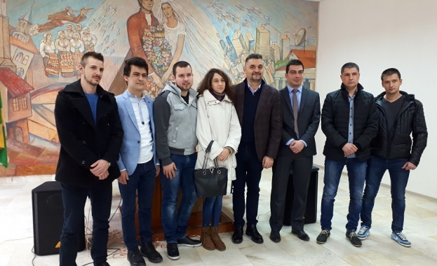 Кирил Добрев: Колкото повече управляват ГЕРБ, толкова по-малко държава остава