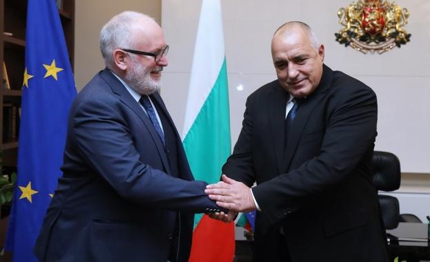Министър-председателят Бойко Борисов разговаря със заместник-председателя на Европейската комисия Франс