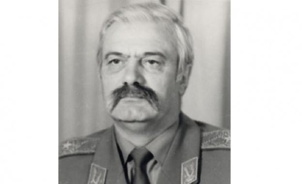 Почина бившият командващ Сухопътни войски генерал-лейтенант Люцкан Люцканов, съобщиха от