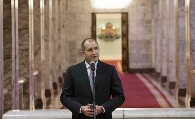 Президентът: Да крепне вярата, надеждата и любовта между всички нас, българите!