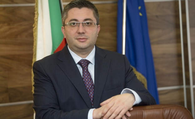 """МРРБ ще си партнира със Сдружение """"Български врати, прозорци и фасади"""" при контрола върху влаганите в строежите продукти"""