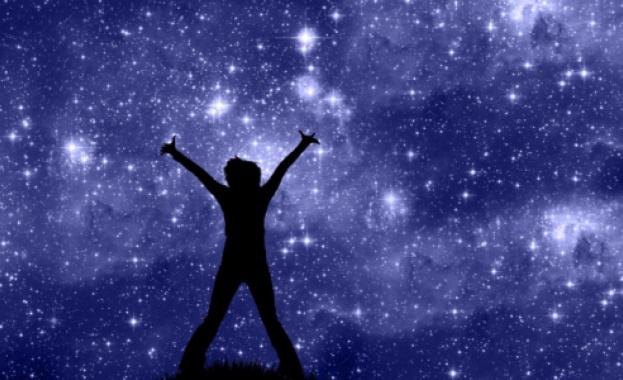 Когато посегнеш към звездите, сигурно няма да достигнеш някоя, но