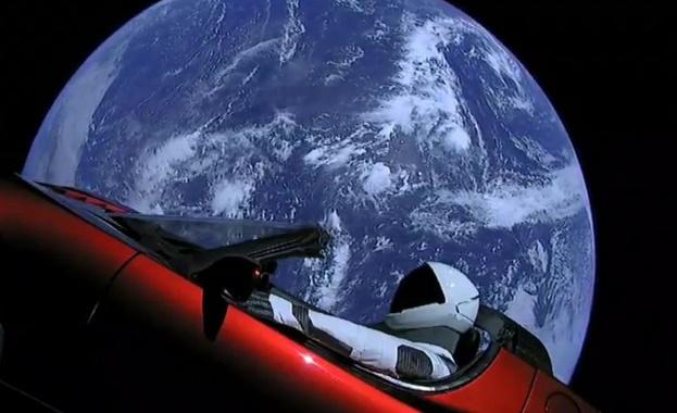 Автомобилът на Мъск в Космоса получи статут на спътник