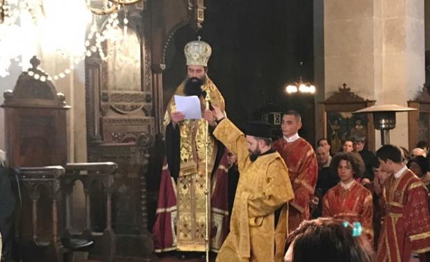 Тържествен камбанен звън оповести въдворяването на Негово Високопреосвещенство Видински митрополит
