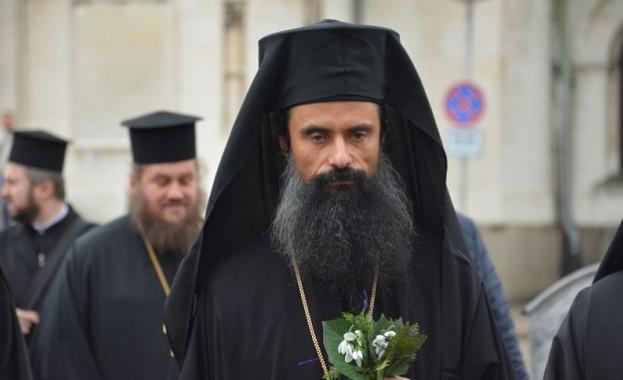Първата си литургия в катедралния храм във Видин отслужи новият