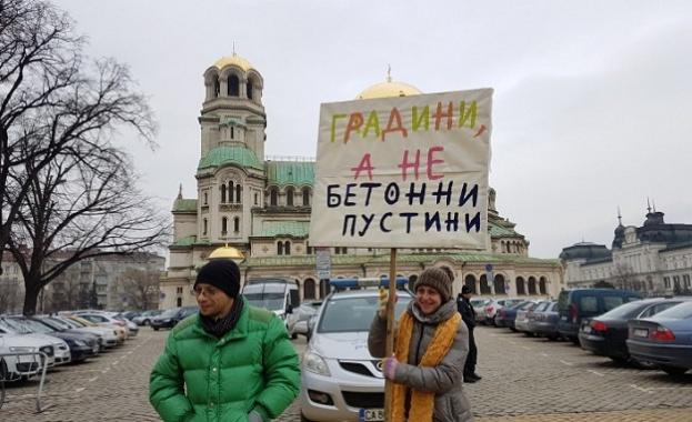 Протест пред парламента срещу строителството в земеделски земи