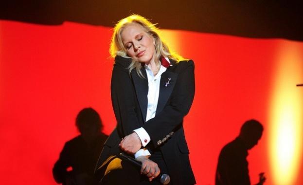 Силви Вартан се прощава с Джони Холидей в специален концерт в Париж