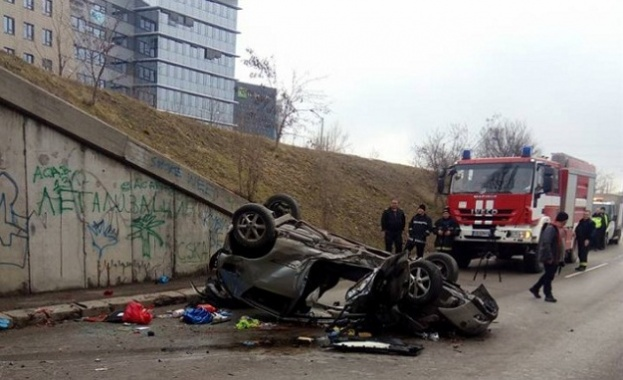 Тежка катастрофа в столицата, жена излетя от мост с автомобила си