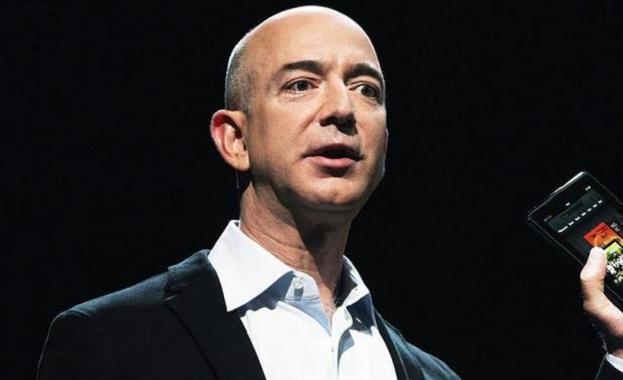 """Шефът на """"Амазон"""" обвини таблоид в изнудване"""