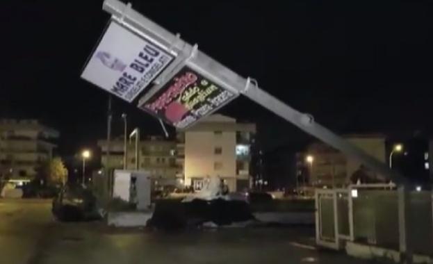 Торнадо връхлетя Южна Италия. Местните власти съобщават, че осем души