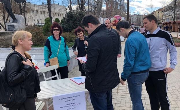 Елена Йончева събра 100 подписа само за час срещу сделката с ЧЕЗ
