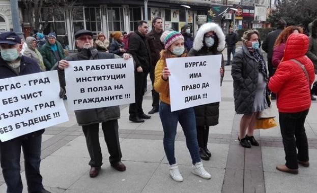Жители на Бургас днес отново се събират на протест срещу