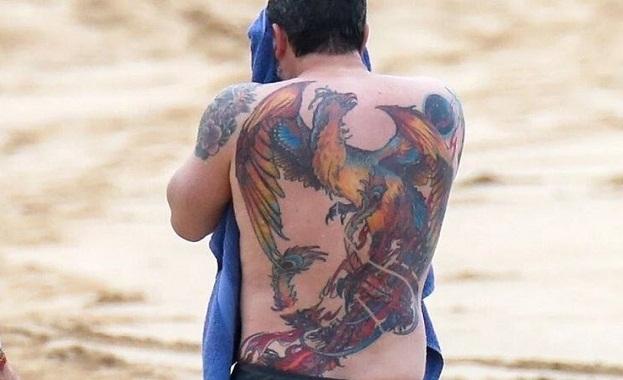 Снимка: Бен Афлек стана за смях с огромна татуировка