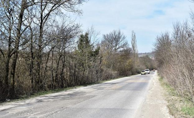 Стартира рехабилитацията на още 30 км от път III-112 Дъбова