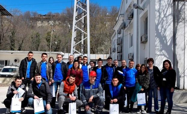 """Ученици от Професионалната гимназия по електротехника и електроника """"М. В."""