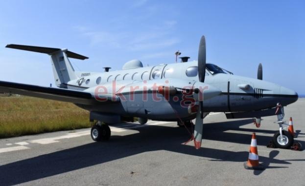 Два американски разузнавателни самолета са кацнали на летище