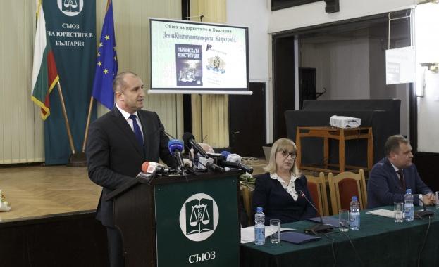 Президентът Румен Радев: Обществото ни очаква обективно и безпристрастно прилагане на закона от българските юристи