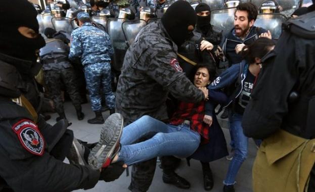 В столицата на Армения - Ереван, избухнаха нови сблъсъци между