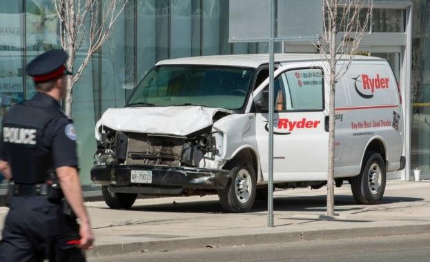 Задържаният нападател в Торонто Алек Минасян бе обвинен в убийство