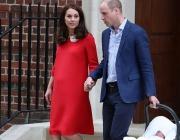 Уилям и Кейт запознаха кралския двор със сина си