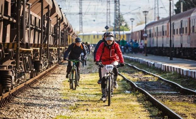 """На 28-и април (събота) """"БДЖ-Пътнически превози"""" ЕООД ще осигури безплатен"""