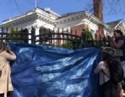 """""""Взгляд"""": Американците срамежливо прикриха с платнище нахлуването в руското консулство"""