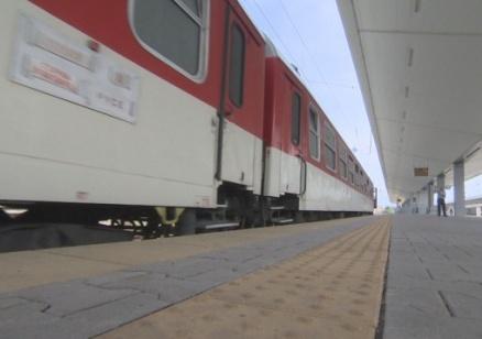 Локомотив излезе от релсите между гарите Реброво и Своге, няма пострадали