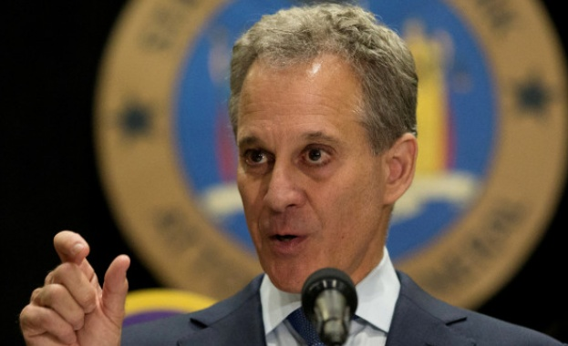Главният прокурор на Ню Йорк подаде оставка заради обвинения в насилие