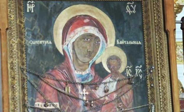 Врачанският митрополит Григорий и свещеници ще посрещнат тържествено във Враца