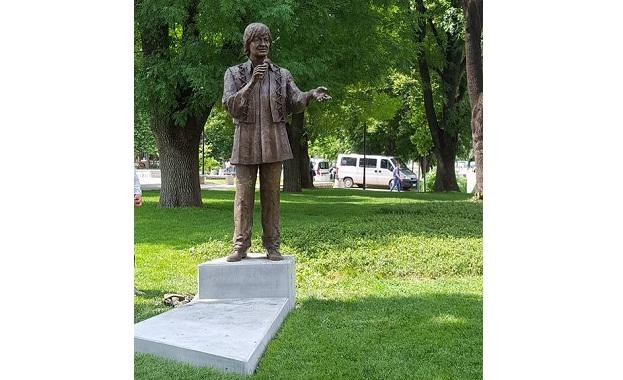 Паметник на Емил Димитров бе положен в центъра на родния му Плевен
