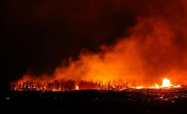 Хеликоптери спасиха хавайци от изригващия вулкан