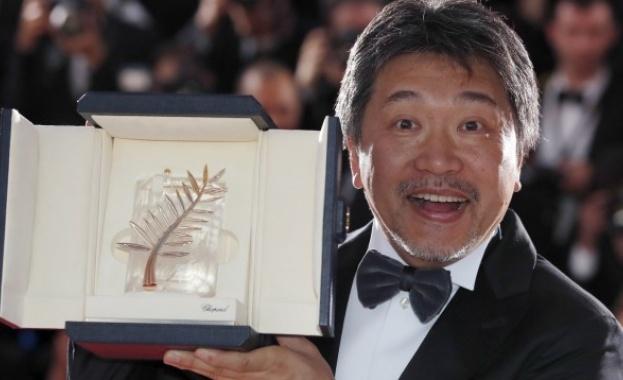 """Японски режисьор спечели """"Златната палма"""" на 71-вия кинофестивал в Кан."""