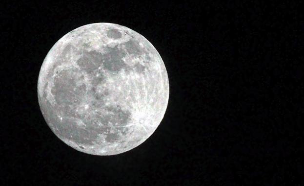 Китай изстреля успешно спътника за връзка с лунната мисия