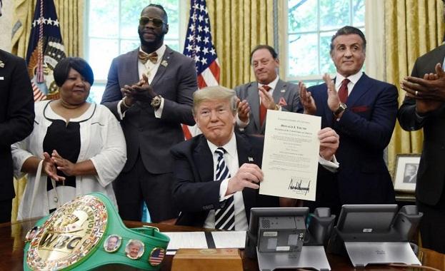 Президентът на САЩ Доналд Тръмп помилва посмъртно първия афроамерикански шампион