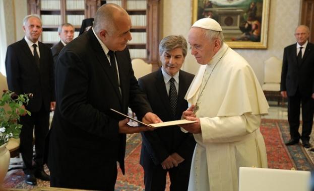 Премиерът Бойко Борисов покани папа Франциск да посети страната ни,
