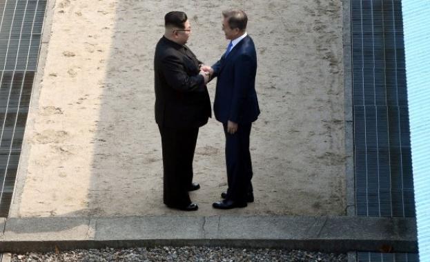 Президентът на Южна Корея Мун Дже-ин и лидерът на Северна