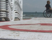 С инвалидна количка на плажа – мисията невъзможна