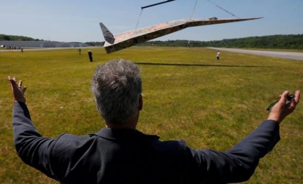 Най-големият хартиен самолет тежи почти един тон