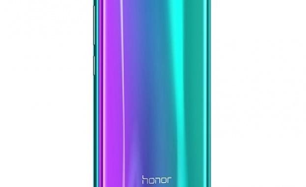 Honor 10, най-новият флагман на Huawei, вече от близо половин