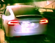 Tesla слезе под земята