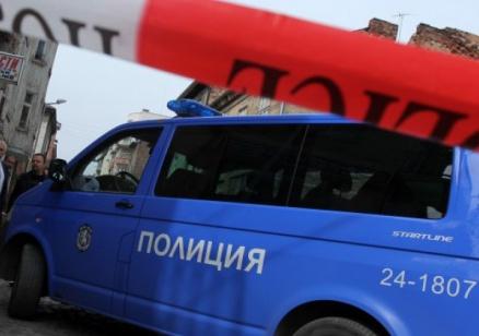 Полицейска акция пред банков клон в София (обновена)