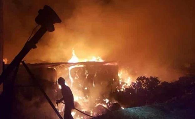 Близо 15 часа вече Кипър се бори с огромен пожар