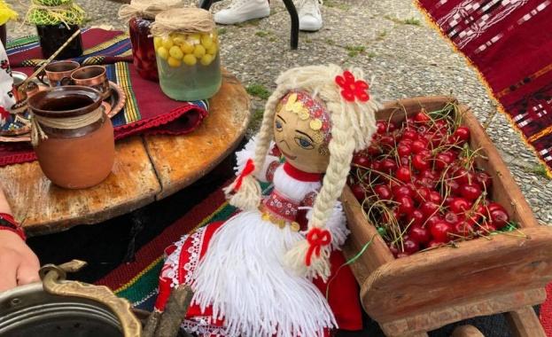 В Кюстендил отбелязват празника на черешата. Денят се празнува от
