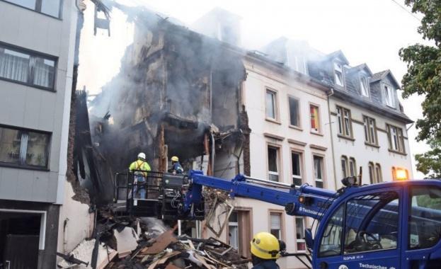 Двайсет и четирима човека бяха ранени снощи при експлозия в