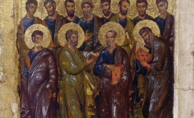 Събор на светите славни и всехвали дванадесет апостоли е празник