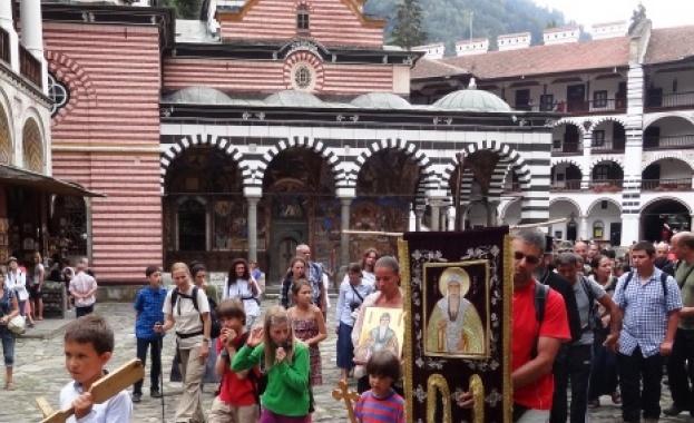 Десетки поклонници тръгнаха от Велико Търново, за да извървят пътя,