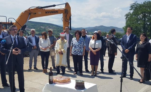 Стартира рехабилитацията на 32 км от второкласния път II-59 Момчилград