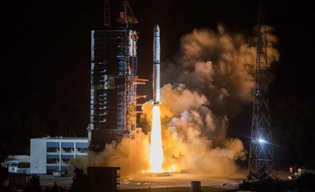 Китай разработва нова свръхтежка космическа ракета, съобщава AFP. Проектирано е