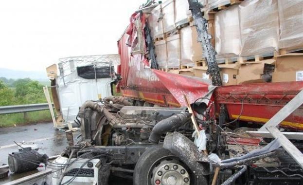 Катастрофа на главния път Е-79 затвори движението в района на