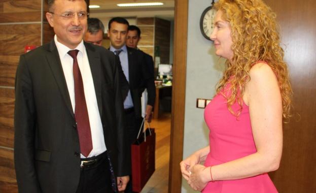 Заместник-министър Деница Николова разговаря с вицепремиера на Република Узбекистан Нодир Отажонов
